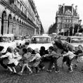 Paris: écoliers traversant la rue de Rivoli19780000