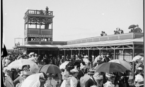 'A Day at the Races': ladies' fashion at race tracks in the early 20th century